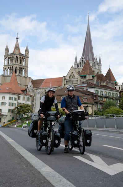 A l'heure du départ, devant la cathédrale de Lausanne