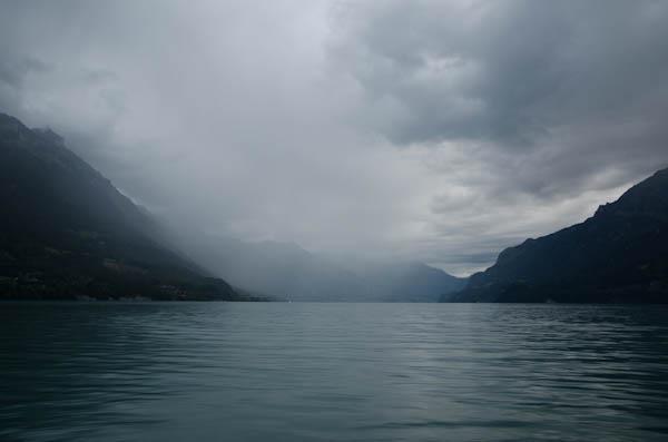 Un soir de pluie sur le lac de Brienz