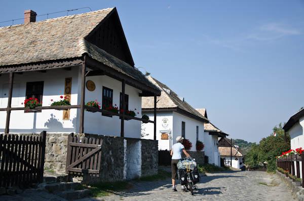 La poste d'Hollökö, au centre du village préservé