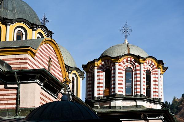 Toit caractéristique du monastère de Rila