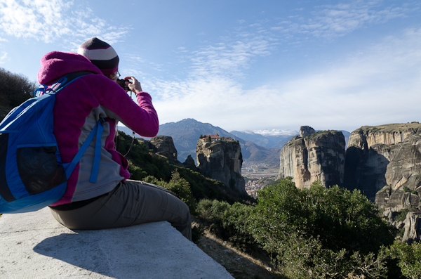 Le monastère Aghia Triada, posé en équilibre au sommet d'un rocher