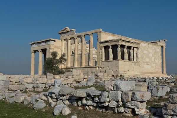 L'Erechthéion, temple construit sur la partie la plus sacrée de l'Acropole