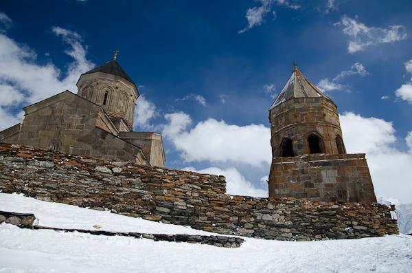Le monastère Tsminda Sameba lors de notre deuxième visite. La veille, on n'y voyait rien…