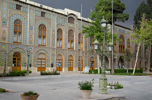 Le Palais Golastan, ancienne résidence royale, juste avant l'orage