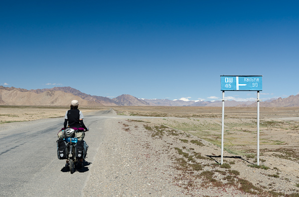 415 kilomètres jusqu'à Osh. Mais combien jusqu'au Mustagh Ata (7'546m)?