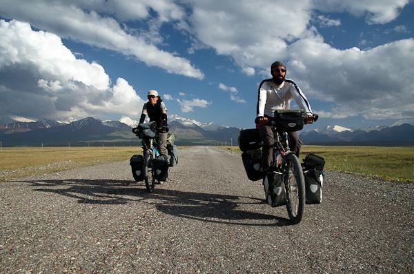 """Avec Patrick, un Français qui nous accompagnera dans notre """"fuite"""" du Tadjikistan"""