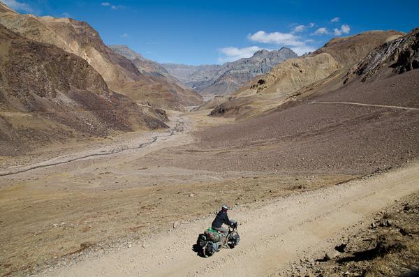 Premiers tours de roues dans la vallée de la Spiti. Rien n'a vraiment changé, et pourtant…