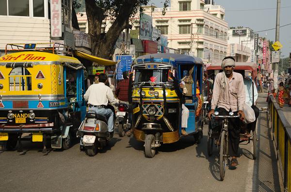 Affronter le trafic des villes indiennes… Un truc de fou, surtout à vélo…