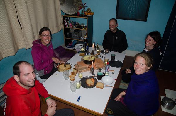 Une fondue pour Noël entourés de Céline et Xavier, un couple de cyclistes suisses, et de Sarah et Marc