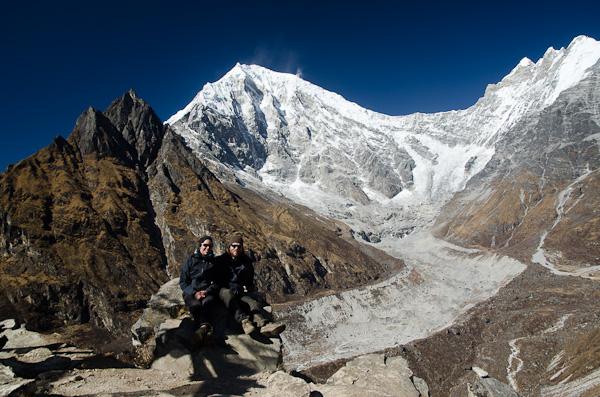 A plus de 4'770 mètres. Derrière ces sommets, c'est le Tibet