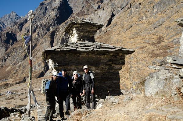 Toute l'équipe dans la vallée du Langtang. Merci pour la visite!
