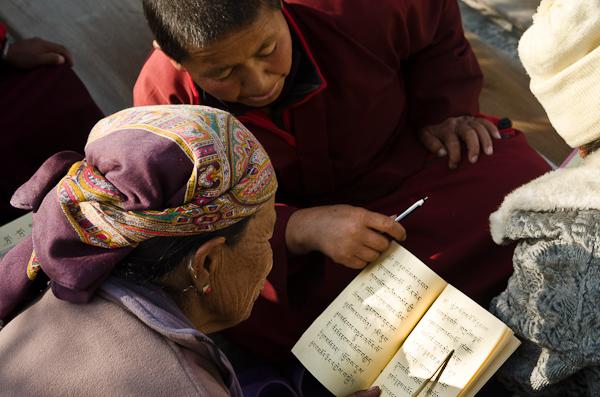 Etude des Écritures au pied du stûpa
