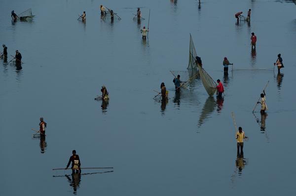 Malgré la pollution, la pêche est très populaire dans la région