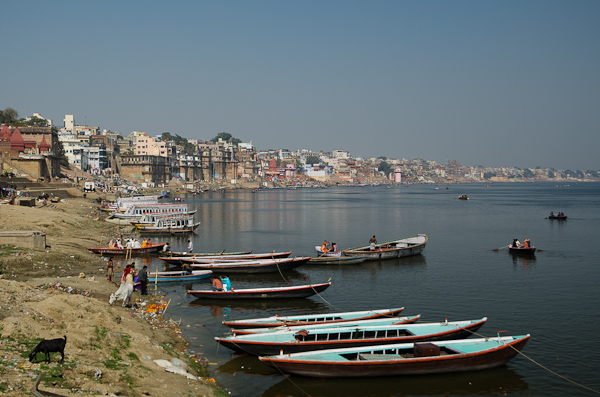 La ville s'étire sur les rives du Gange