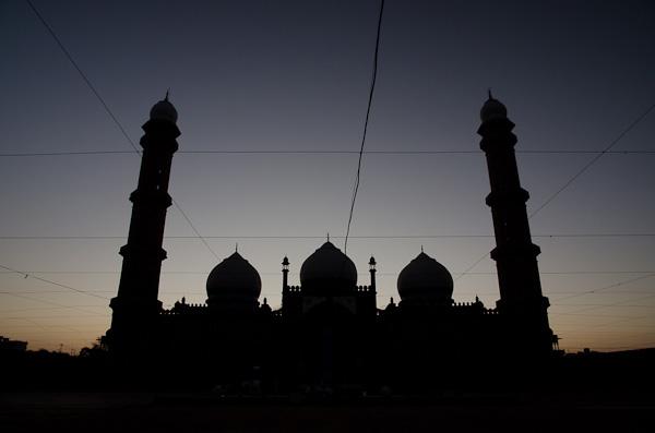 Bhopal héberge plus de 400 mosquées dont la Taj-ul-Masajid, une des plus grande au monde