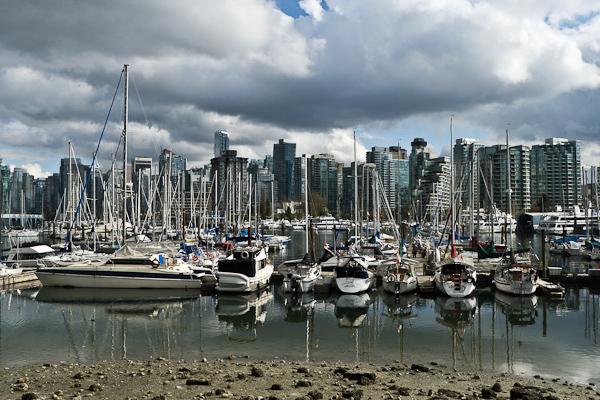 Downtown Vancouver vu du Stanley Park, à la marrée basse