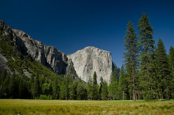 El Capitan, une des plus grandes falaises de granite au monde. Pour la grimper en entier, il faut dormir en route...