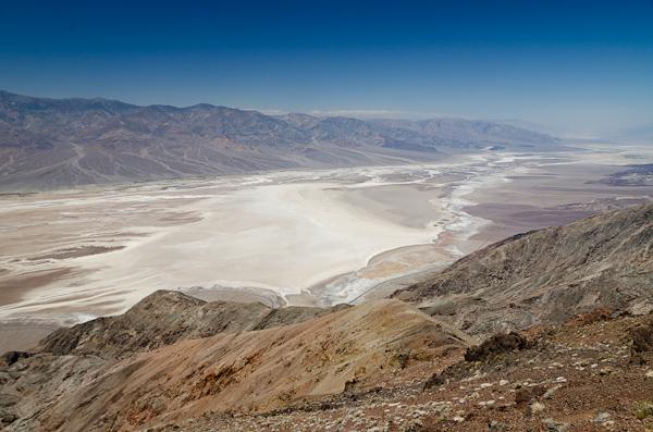 Badwater (-85,5 mètres) vu depuis Dante's View (1'669 mètres)