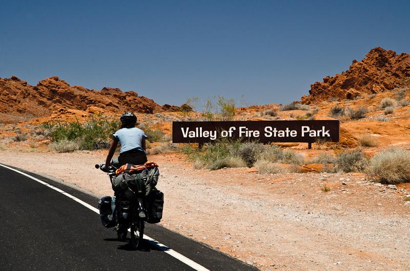 La Vallée de Feu: difficile de trouver un meilleur nom pour un paysage rouge et chaud comme la braise