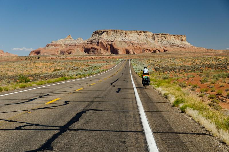 Passés au sud du Colorado, nous entrons dans la réserve des Navajos, un territoire grand comme l'Irlande. Par contre, il n'y a pas grand monde… Trois personnes au kilomètre carré!