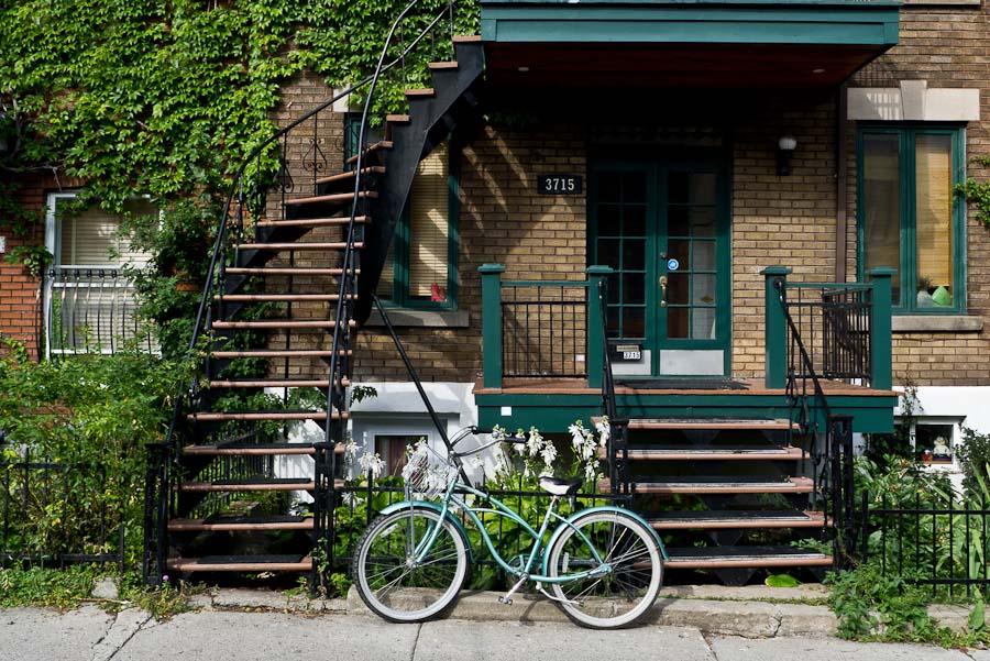 Les escaliers extérieurs occupent une place prépondérante dans la vie urbaine de Montréal