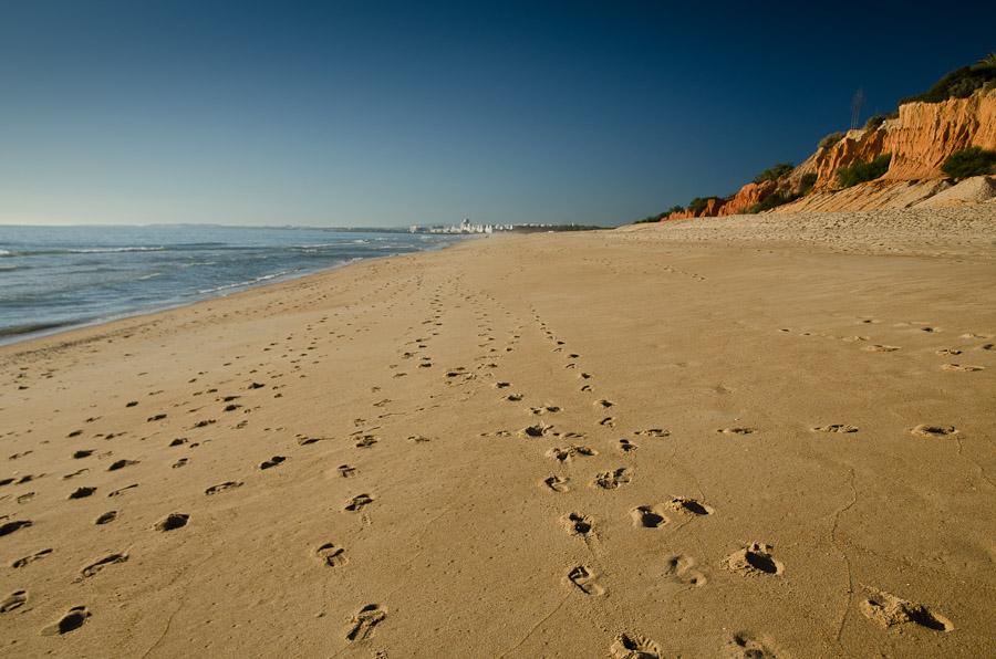 Sur les plages de l'Algarve, désertes en cette saison