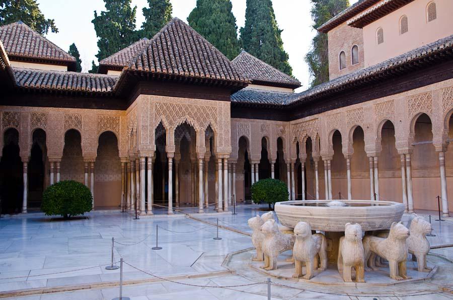 La Cour des Lions, au cœur des Palais nasrides de l'Alhambra