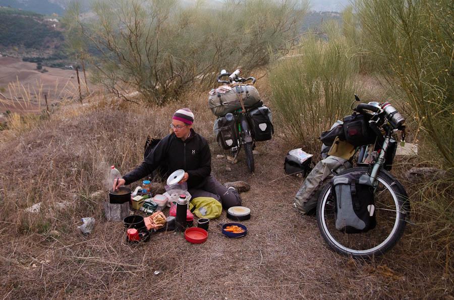 Tapas faites maison, lors d'un camping campagnard: pâtes aux carottes. Rien de bien nouveau, en somme…